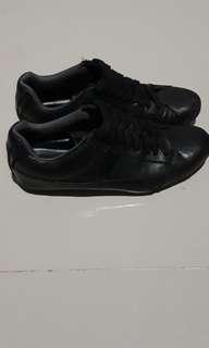 Sepatu pria semi formal redskin
