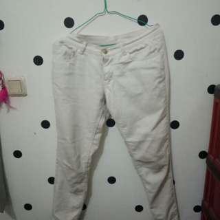 Jeans putih (white)
