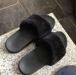 #maudecay Ruby fur sandal