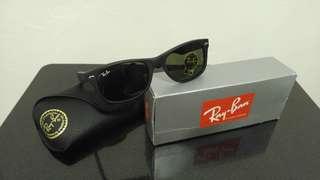 Rayban New Wayfarer Classic Sunglasses