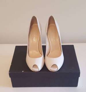 Cream peep toe pump