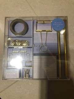 🚚 Kikki stationery kit