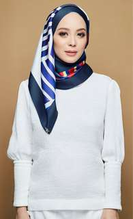 THE GEOMETRIC DUCK SCARF IN NAVY