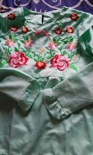 Blouse hijau bunga bordir