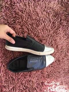 preloved sepatu/slip on