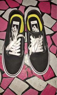 Vans authentic size 7