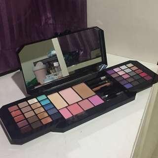 Victoria's Secret Bombshell Makeup Kit