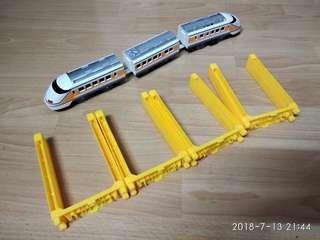 Tomy Plarail 電動玩具火車連高橋腳