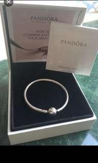Pandora Bracelet💯real 👍😊正品、有原庒盒、購入$699。新的、買回來冇戴、❤️❤️🤗🈹🈹🈹siza 係16-17cm,可SF到付。