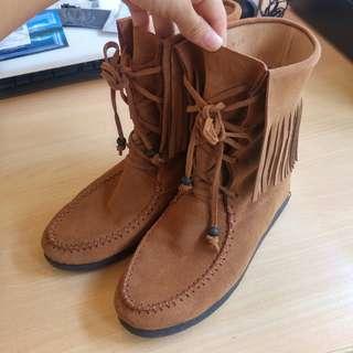 🚚 Grace gift 棕色麂皮流蘇中筒靴短靴 波西米亞風