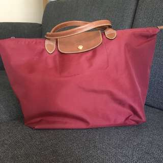 Longchamp Bag short 柄 burgundy color medium size can put a4