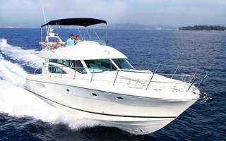 (Fri–Sun) 4-Hour Golden Ocean Yacht Charter for up to 10 People