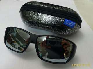 太陽眼鏡 (適合配帶眼鏡人仕使用)
