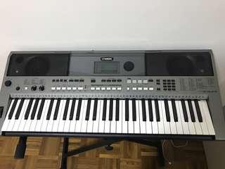Yamaha PSR E443 Piano Keyboard