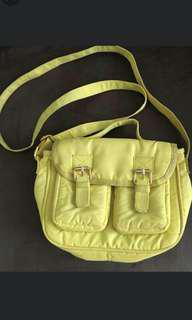 Moozee sling bag lime