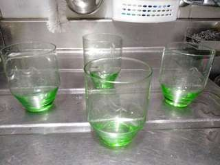 懷舊刻花碧綠玻璃杯〈四隻〉