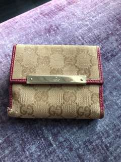 Gucci Wallet 50% new