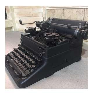 🚚 古董打字機 No,059