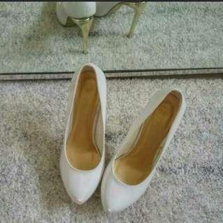 Karen & chloe white heels