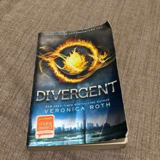 Divergent by Veronica Roth (Soft bound)