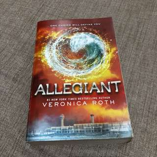 Allegiant by Veronica Roth (Soft bound)