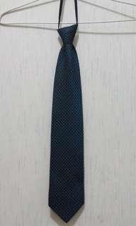 Dasi motif bintik putih Basic Capacci navyblue