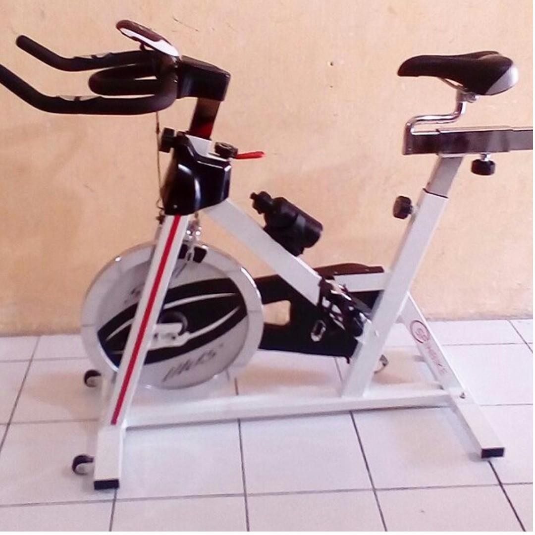 Alat Fitness Sepeda Statis SPINNING BIKE Divo - Sepeda Fitnes DIVO, Olah Raga, Perlengkapan