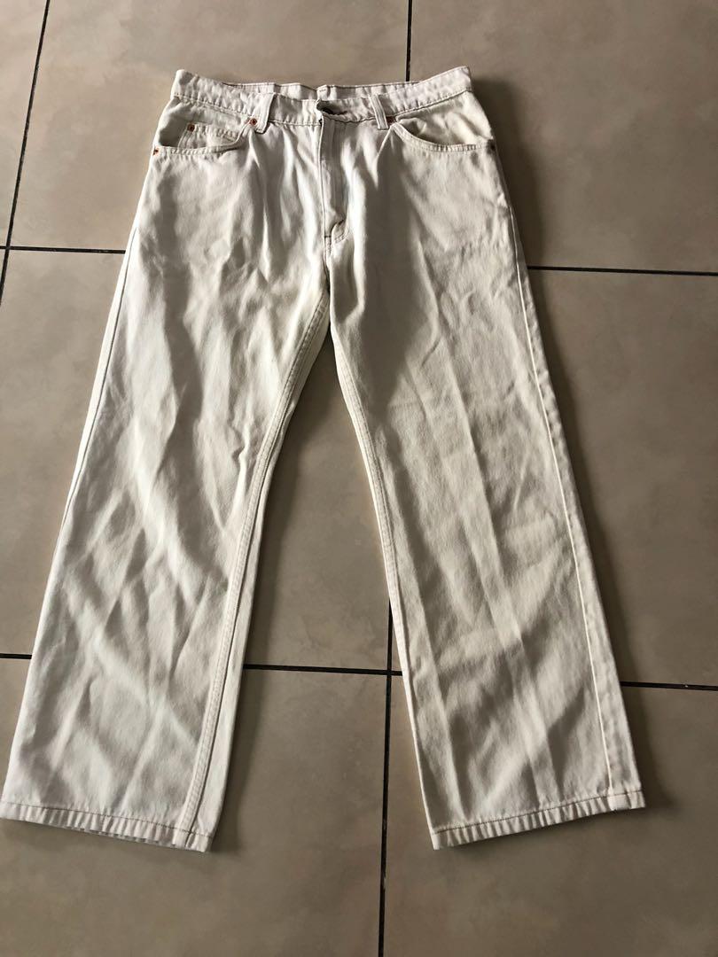 7162291f Levi Off white mens pants size 33