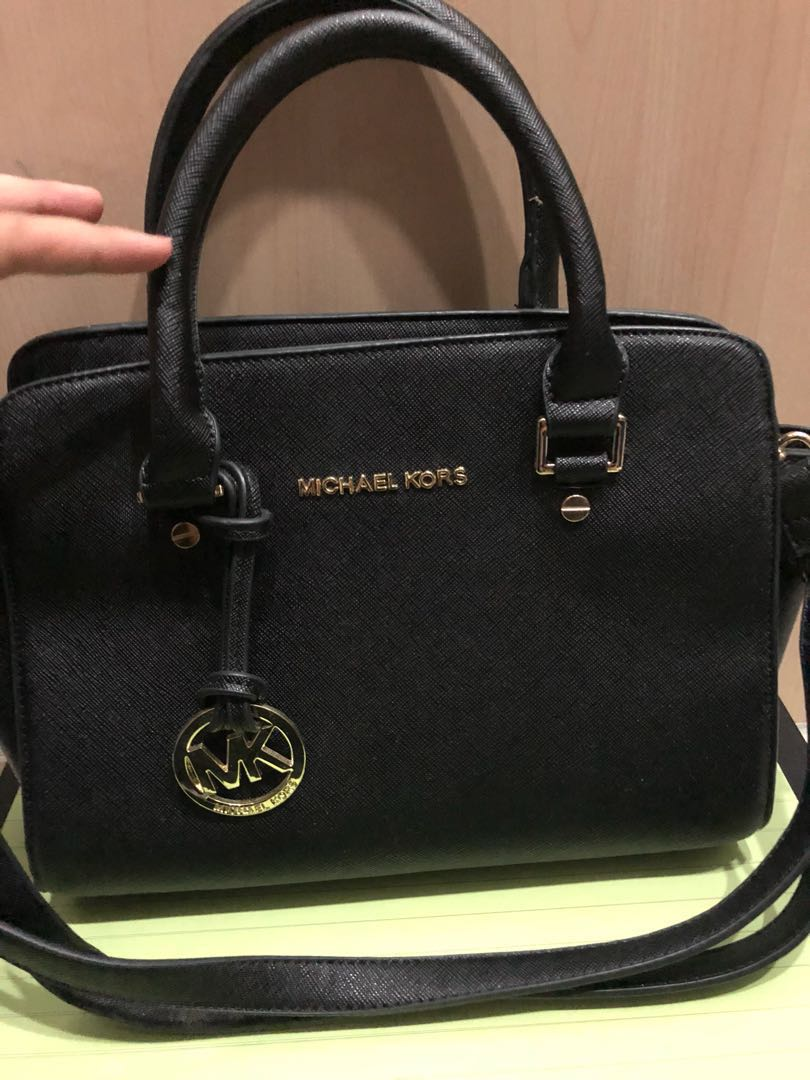 7951e68d02119f Michael kors (reduces price), Luxury, Bags & Wallets on Carousell