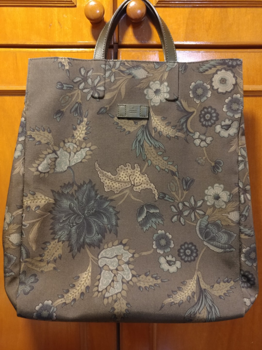 ae0381f1fa30 Preloved Gucci Olive Green Unisex Floral Tote