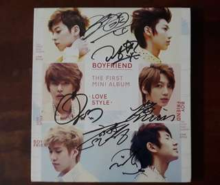 Boyfriend lovestyle album with all members signature