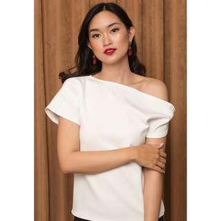 One shoulder blouse / white blouse