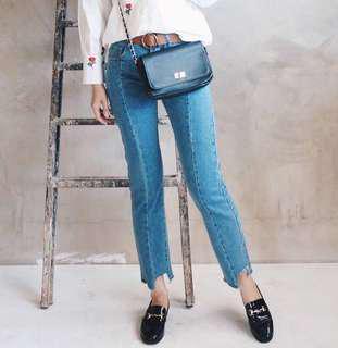🆕Uneven Cut Jeans