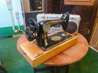Mesin jahit tangan antik