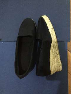 SALE! Black espadrille size 6 (never been used-from spain)