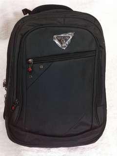 Tas ransel laptop black polo line dengan usb port