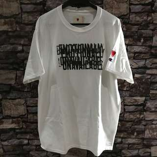 Tshirt emotionally unavailable tee white size L