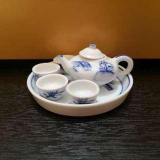 Miniature Chinese tea set