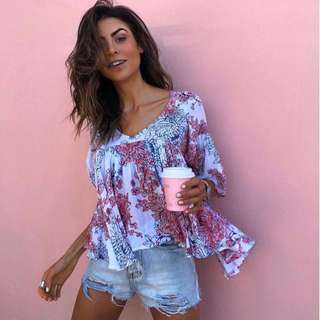 CARTEL AND WILLOW FLORAL TOP SIZE S BRAND NEW