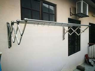 Stainless steel retractible Hanger