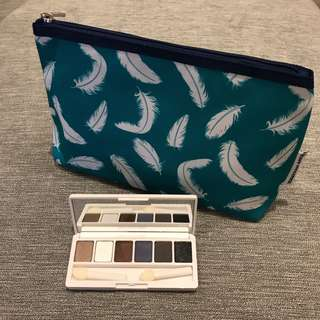 🚚 Brand New Clinique Eyeshadow Palette with cosmetic pouch
