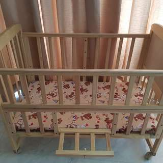 Baby bed / cradle / cot