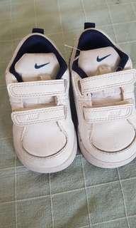 Nike Baby White Navy size US 4