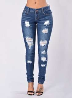NEW women's distressed jeans, Sz 6