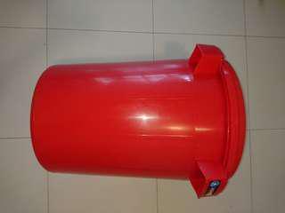 Large pail 50 cm wide 58 cm tall