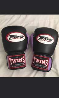 Twins Boxing Gloves 8 oz New