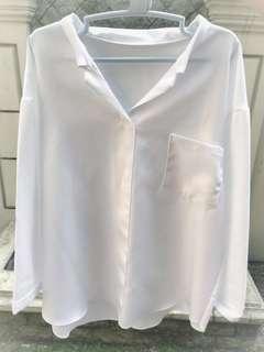 Kemeja putih oversized