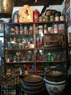 Membeli dan menjual barangan antik