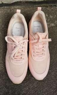 Sepatu bershka peach
