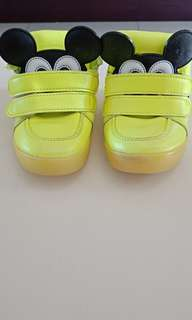 Sepatu mickey